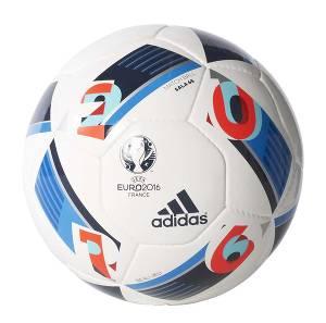 Fotbollar i olika former och storlekar säljs hos GoalInn.