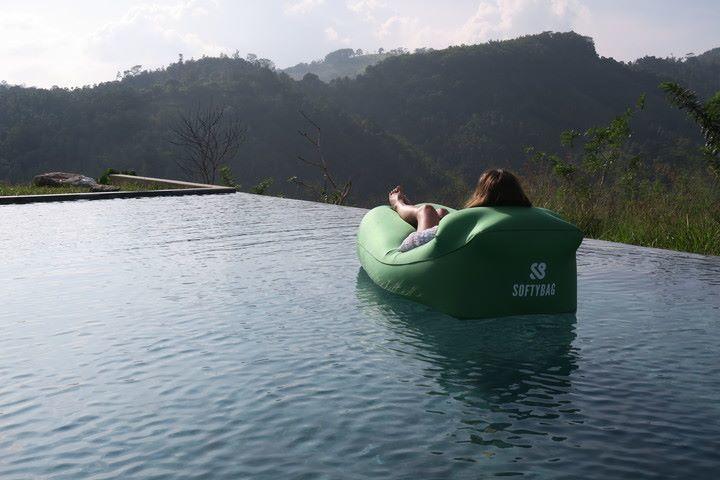 Softybagen går att använda både på land och vatten.