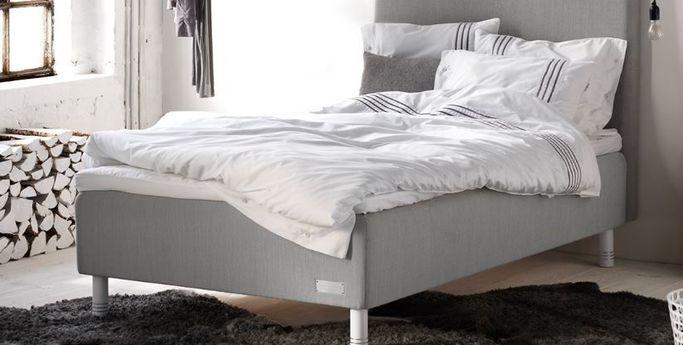 Sängar, påslakan och tillbehör hittar du hos SOVA.