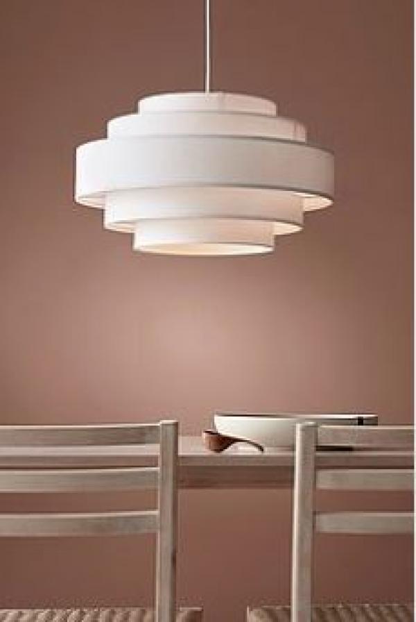 Lampa från Ellos Home, en del av Ellos Group.
