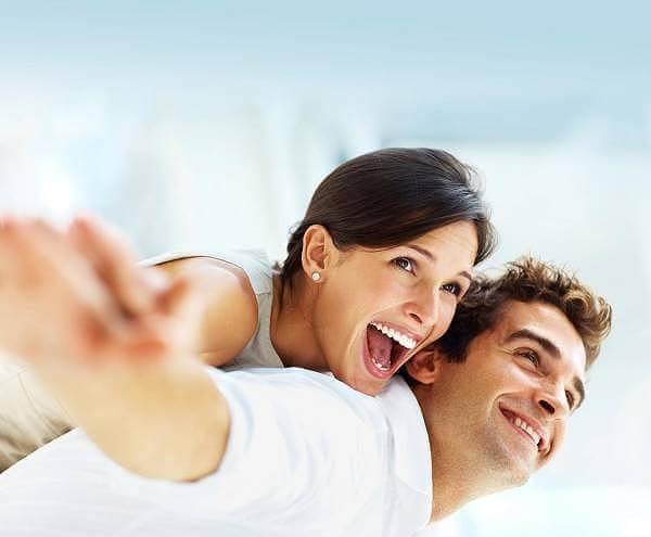 Ett friskt leende kan få ens självförtroende att förbättras avsevärt enligt BeConfident.