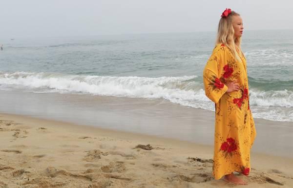 Vacker maxiklänning från Bali i Oddlivings webbshop.