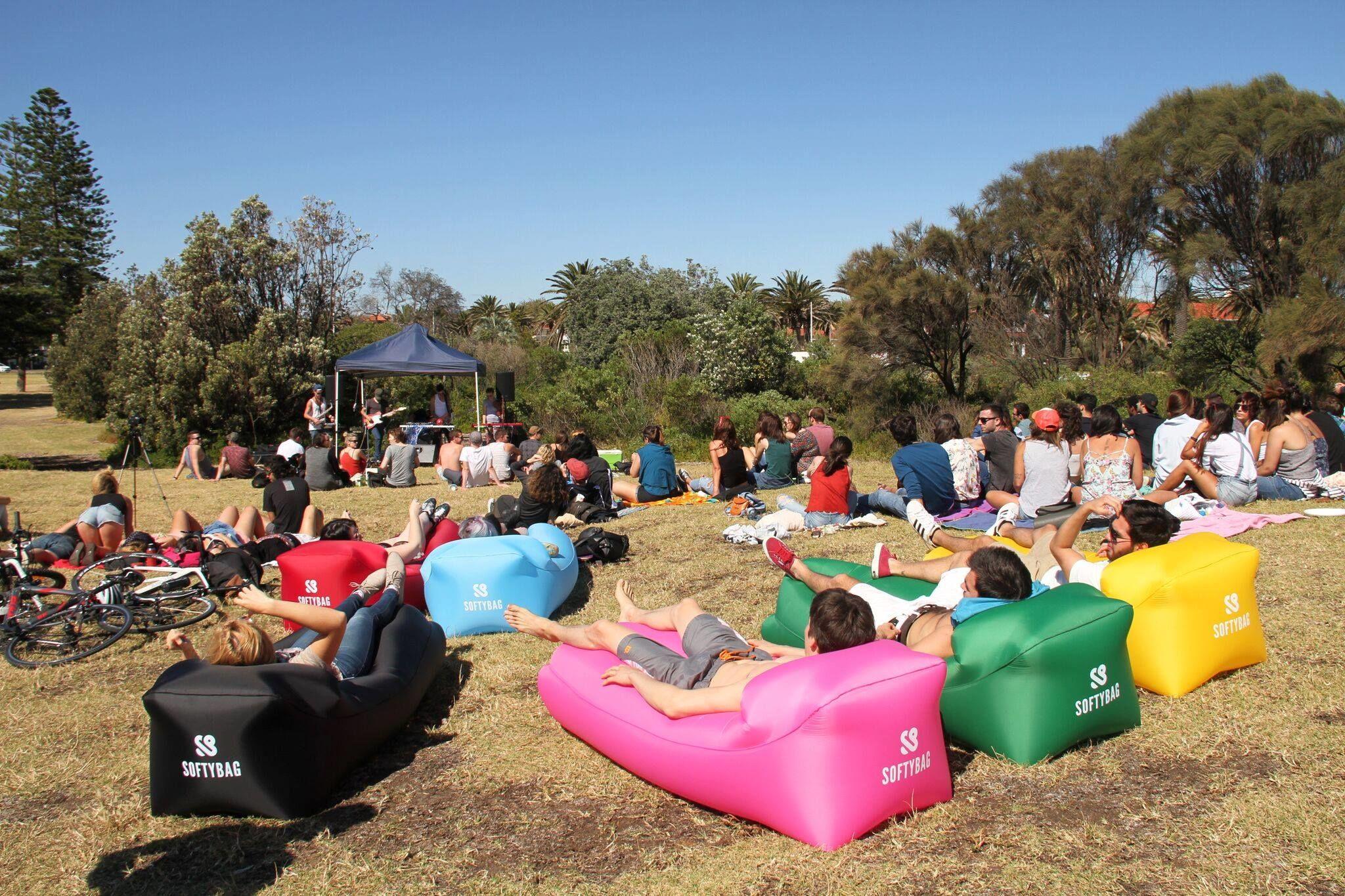 Park- eller festivalhäng? Softybagen går att ta med sig överallt.
