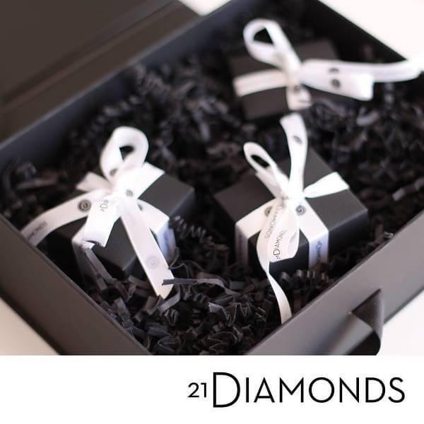 Paketen från 21diamonds.se levereras alltid hem i en fin ask.