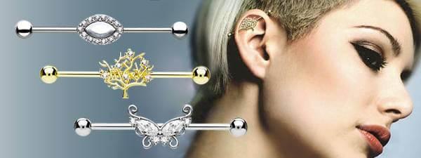 Smycken i olika storlekar och material finns hos Savanni.com.