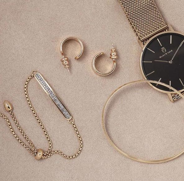 Smycken, klockor och accessoarer hos Ur&Penn.