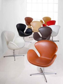 Arne Jacobsens klassiska Svan-stol i olika utföranden