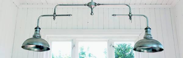 Lampor och annan interiör finns i Oddlivings webbshop. Unikt och modernt med vintage touch.