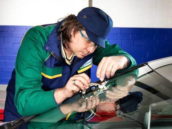Euromaster erbjuder både tjänster och produkter till sina kunder.