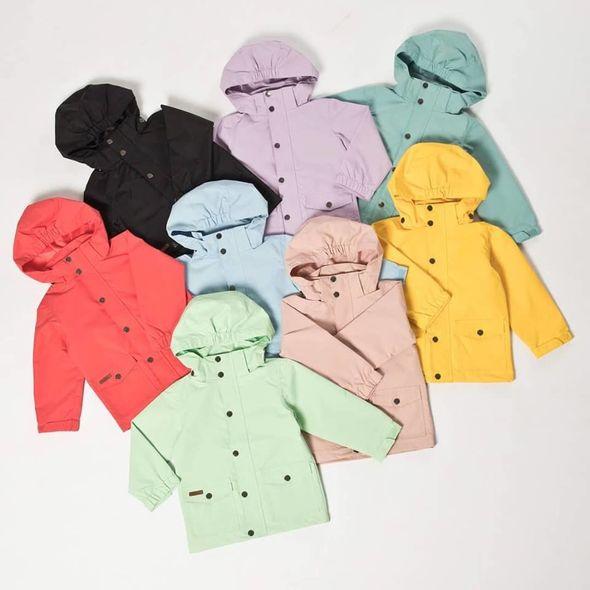 Ett stort sortiment av märkeskläder för barn återfinns hos Babyshop.